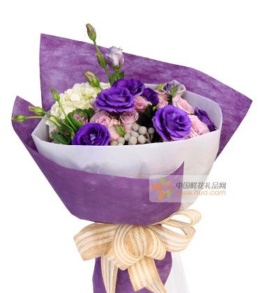 鲜花/青春咏叹调     11枝粉玫瑰,白绣球1枝,紫色洋桔梗,银叶菊或灰