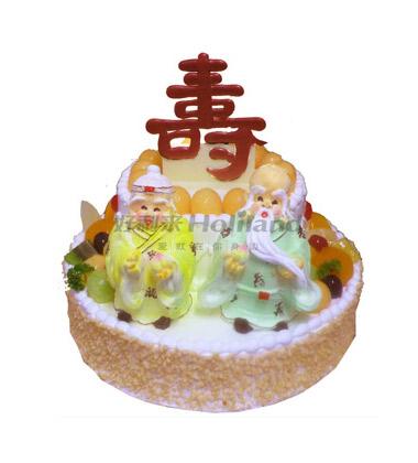 """这款祝寿蛋糕以仙鹤,寿桃,苍松为符号,且有""""福如东海,寿比南山""""的"""