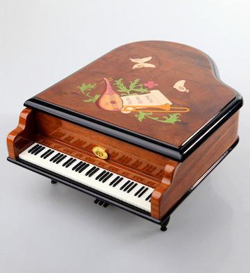七十八音木制钢琴