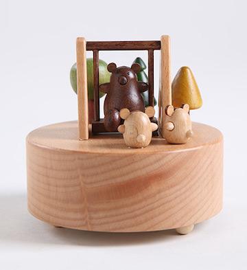 小熊秋千八音盒