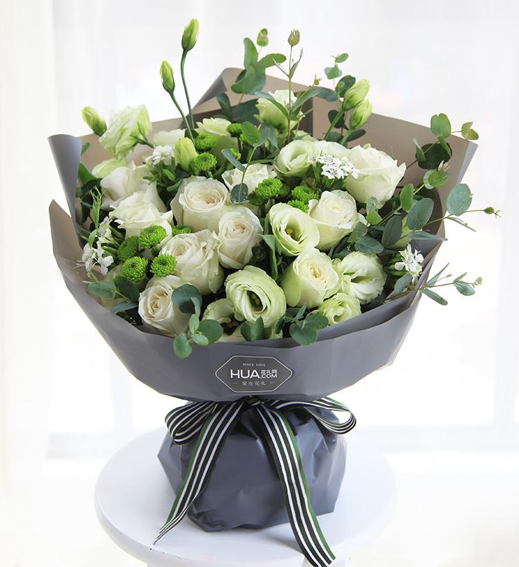 16朵白玫瑰图片