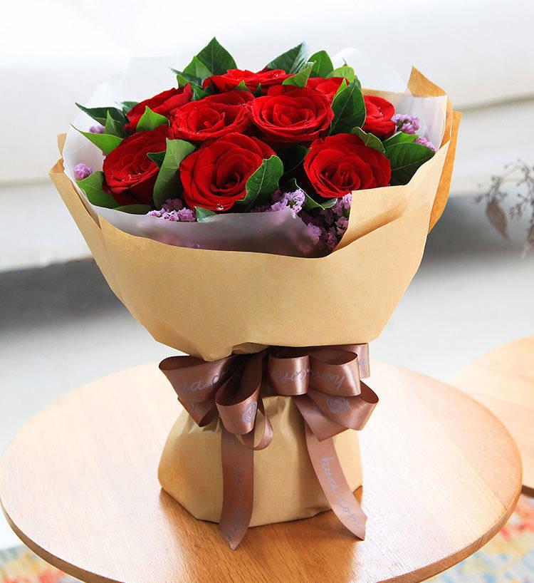 19枝红玫瑰图片